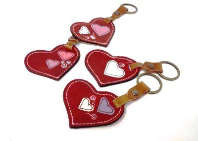 Llaveros-arandela.corazones-rojo-blanco