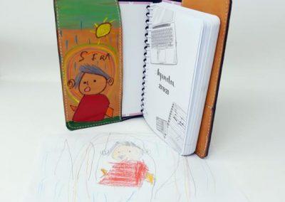 Funda-agenda-escolar-dibujo-personalizado-niños- mamá-interior_566x600