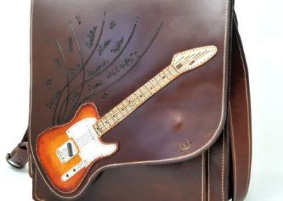 Portafolio-vertical-regalo-padres-profesor-musico-vista-delantera-guitarra_450x600
